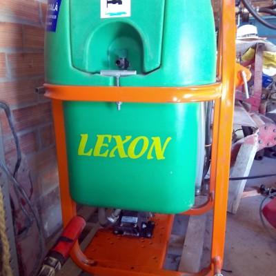 Bota herbicida de 200l completament nova només ha llençat 200l. Amb bracet d'herbicida de 60 cm d'amplada regulable i abatible, toma de força inclosa en el preu. Preu: 1050 €